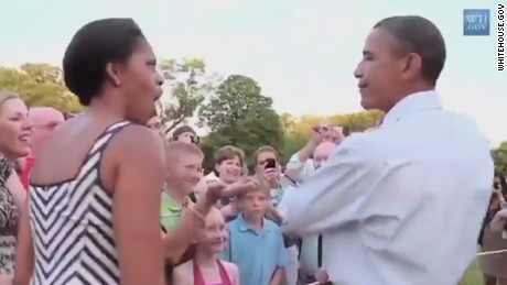 vo obama quiets crying baby 2011 wh.gov_00002105