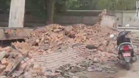 smerconish beeper agrawal nepal earthquake_00011626.jpg
