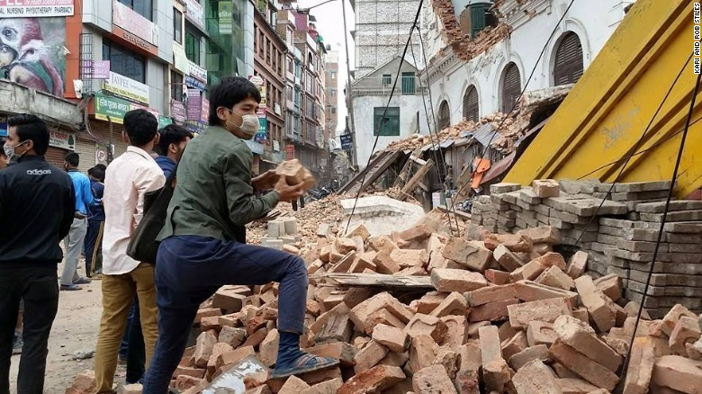 Earthquake in Nepal leaves thousands dead