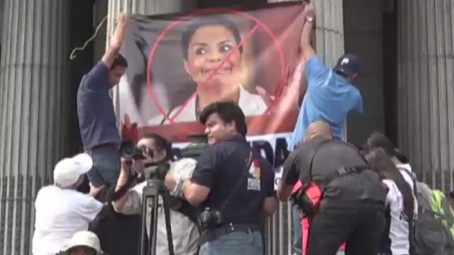 Guatemaltecos protestan masivamente contra la corrupción