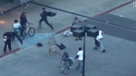 erin bpr rioters looting baltimore mall _00033120.jpg