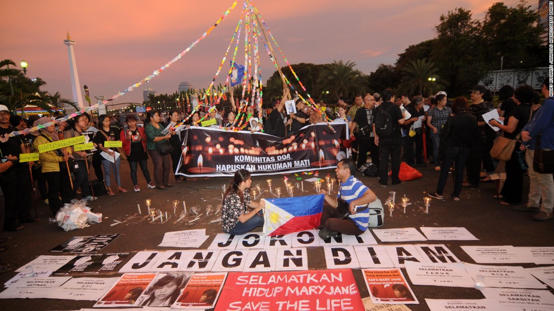 Indonesian activists hold a protest in Jakarta on April 28 calling for a halt to the proposed executions.