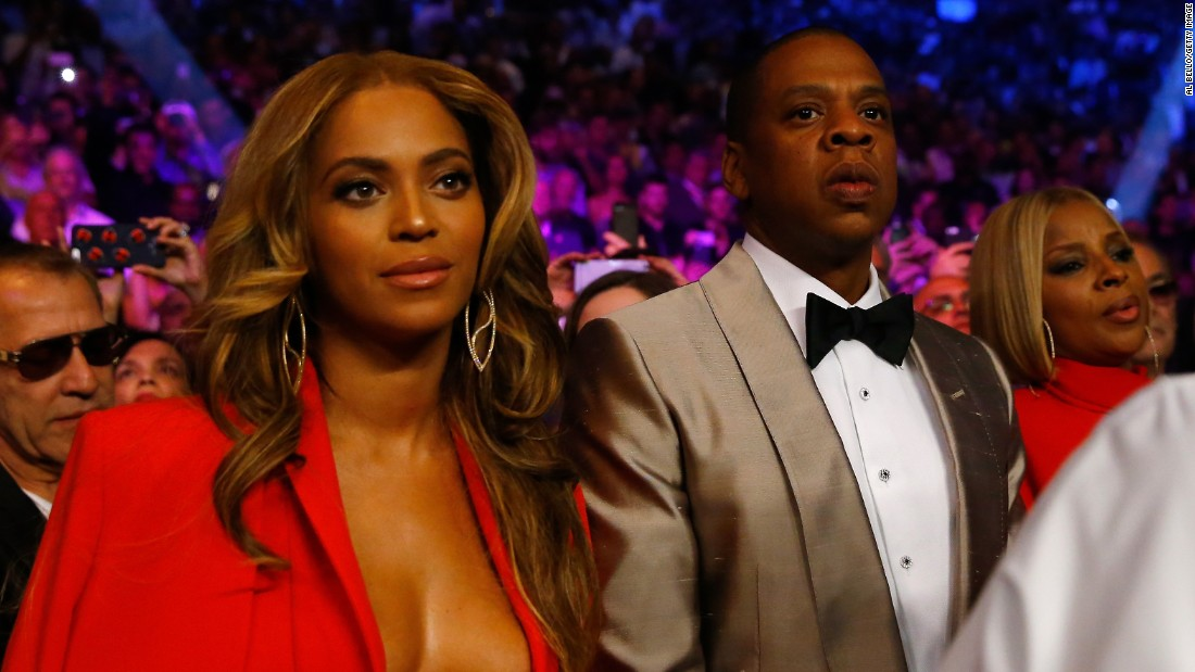 Beyonce Knowles and Jay Z attend the welterweight unification championship bout.