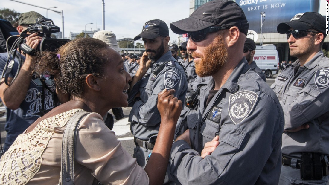 An Israeli woman from the Ethiopian community argues with Israeli security forces.
