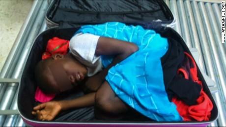vo kid found in suitcase xray spain_00001310