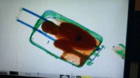 cnnee pkg luengo romero spain child suitcase_00013914