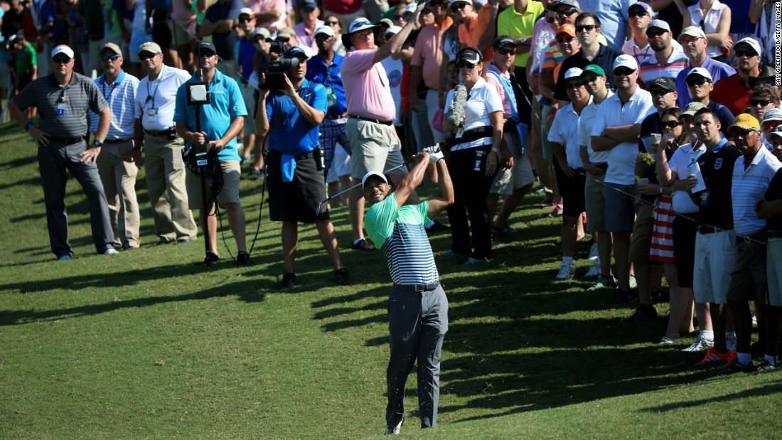 tiger woods fails to reach women u0026 39 s tee at players