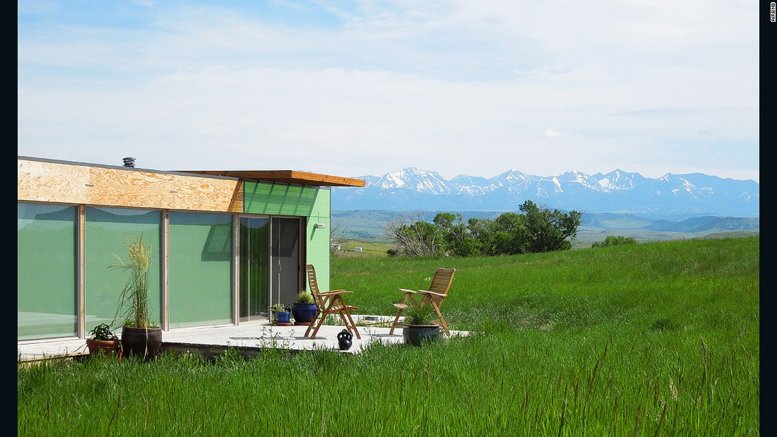 This little house on the prairie is 15 minutes from the historic town of Livingston, where a clever DIY'er had the idea to cloak an old shipping container in plywood and fill it with mod furnishings.