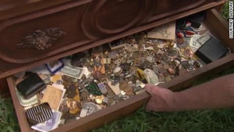 dnt treasure found in dresser_00003622.jpg