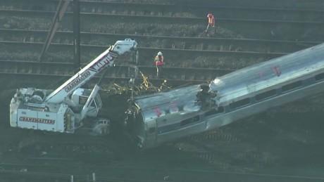 cnnee pkg santana philadelphia train investigation_00002518