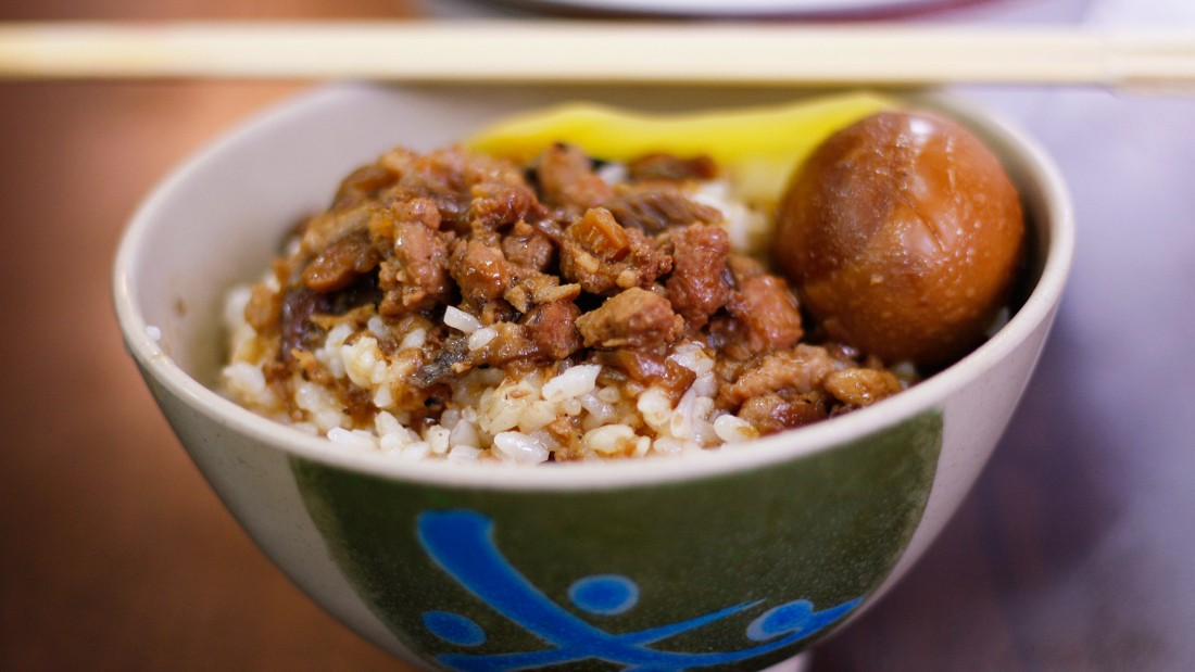 About 80% of our affection towards Taiwan's braised pork rice is to the steamed white rice.