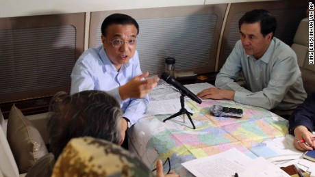 Chinese Premier Li Keqiang chairs a meeting to direct search and rescue work on June 2.