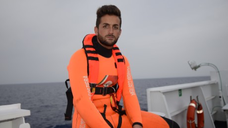 orig mediterranean migrants rescue swimmer_00002111.jpg
