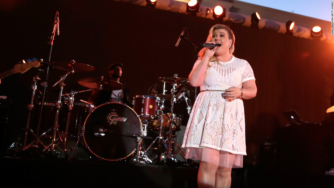 "Singer Kelly Clarkson has seen her weight fluctuate over the years. The Internet had a great deal to say after she didn't immediately shed the weight after the birth of her daughter in 2014. ""I don't obsess about my weight, which is probably one of the reasons why other people have such a problem with it,"" <a href=""http://www.redbookmag.com/life/news/a21410/kelly-clarkson/"" target=""_blank"">she told Redbook in May. </a>"