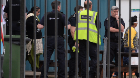 uk migrants found in containers pleitgen lkl_00001225