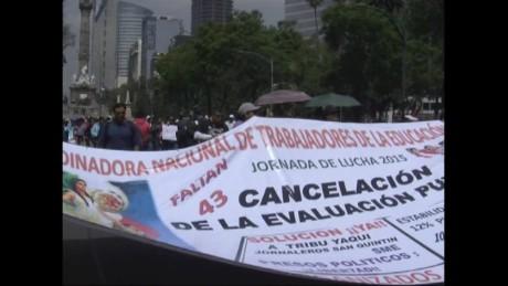 cnnee pkg rodriguez mexico teachers conflict_00005329