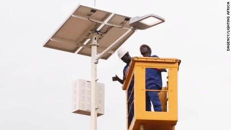 segment walker vause akon electricity africa_00001427