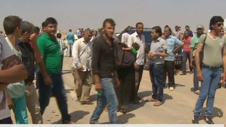 refugees flood into Turkey damon pkg wrn_00005608