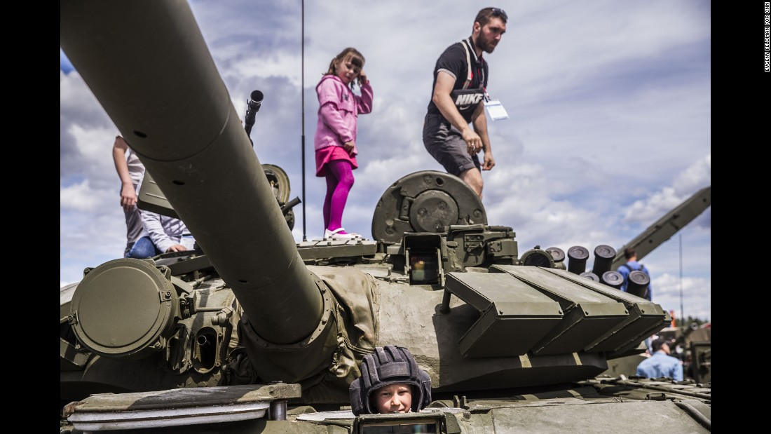 CNN's Mathew Chance visited Russia's new Patriot Park on the outskirts of Moscow, where civilians get the chance to play around with tanks, missile launchers and other assorted bits of Russian hardware.