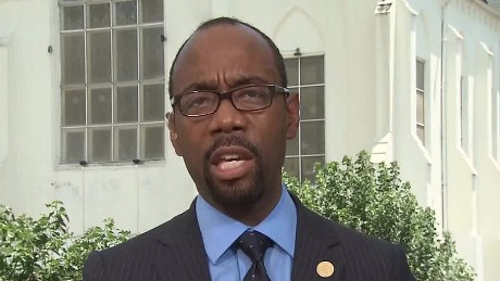 NAACP President wants Confederate Flag Removed_00000521