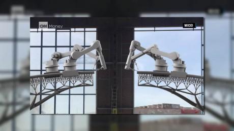 cnnee pkg robots and bridges_00004617