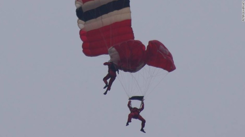 UK army parachutist rescues teammate after chute fail