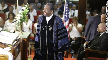 Worshippers return to Charleston's Emanuel AME