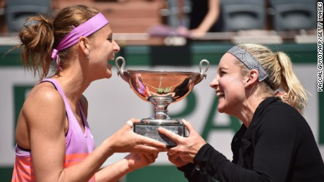 US Bethanie Mattek-Sands (R) and Czech Republic's Lucie Safarova pose with the trophy after winning against Australia's Casey Dellacqua and Kazakhstan's Yaroslava Shvedova during their women's double final match of the Roland Garros 2015 French Tennis Open in Paris on June 7, 2015. AFP PHOTO / PASCAL GUYOT