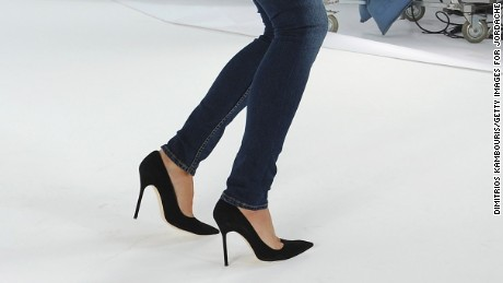 Squatting in skinny jeans can damage nerves and muscles in the legs, a study said.