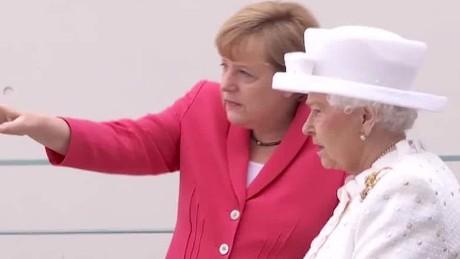 queen elizabeth visits germany meets with merkel_00010117