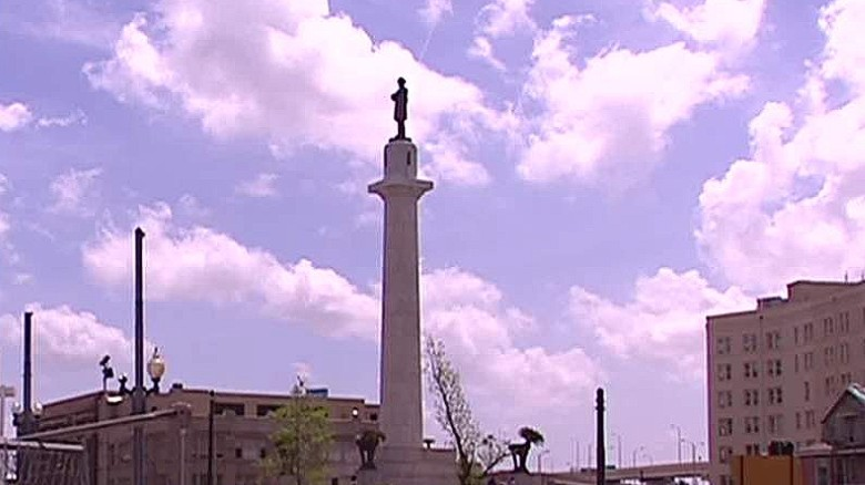 NOLA mayor wants to replace Robert E. Lee statue