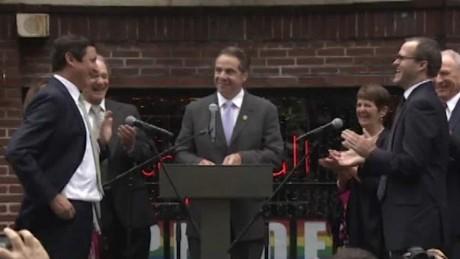 Gov. Cuomo officiates same-sex wedding in New York