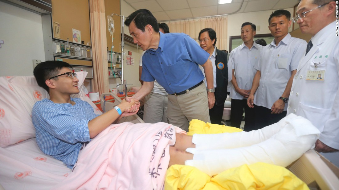 Taiwanese President Ma Ying-jeou shakes hands with a victim on June 28, 2015. The New Taipei City fire department says 200 people were injured in an accidental explosion of colored theatrical powder Saturday night near a performance stage where about 1,000 people were gathered for party.