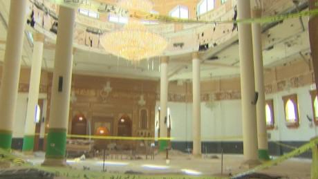 cnnee pkg lee kuwait sectarian violence_00000930