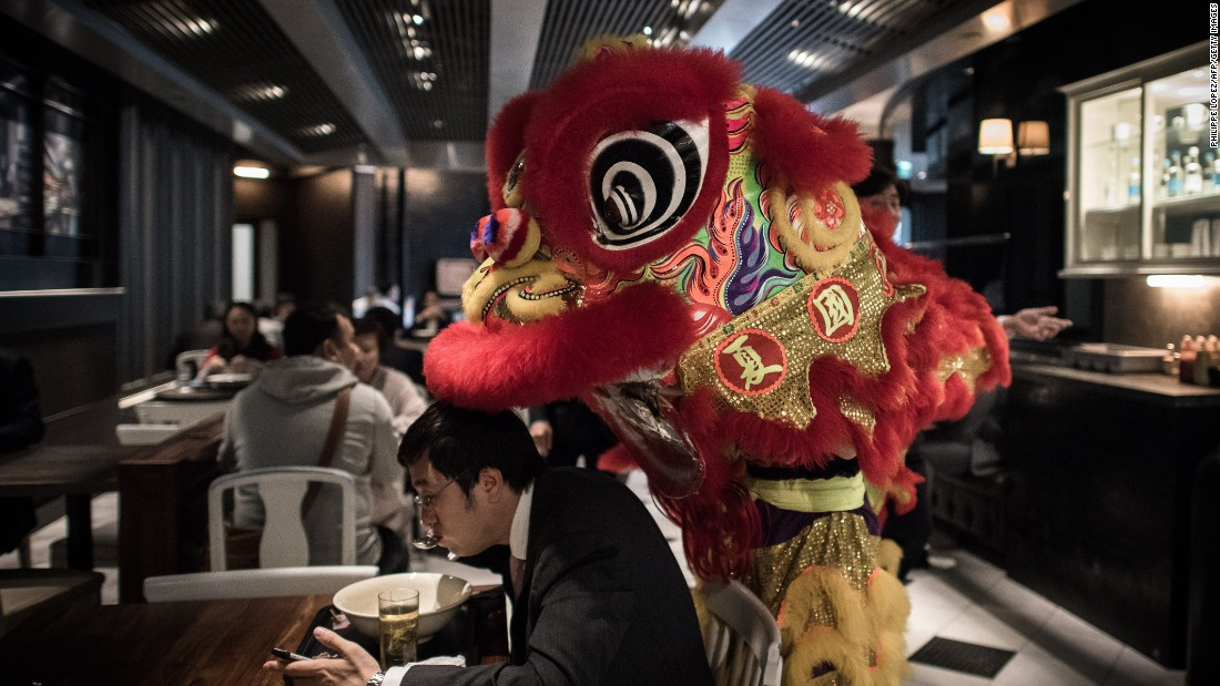 A service charge is almost always included in the bill, so Hong Kongers don't bother tipping unless the waiter does something extraordinary -- like lion dancing. Tipping is more about getting rid of loose change.