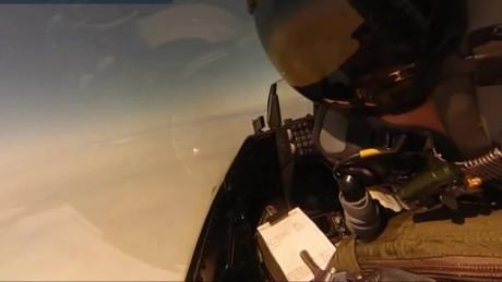 Pilot stíhačky F-16 ukázal, jak sestřelit dron s pomocí rakety