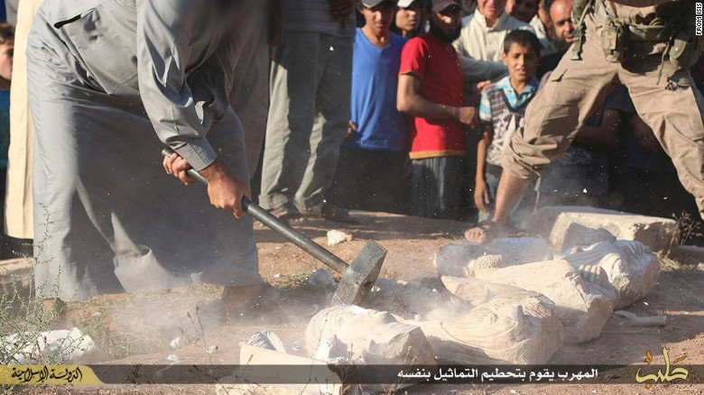 ISIS publicly smashes Syrian artifacts