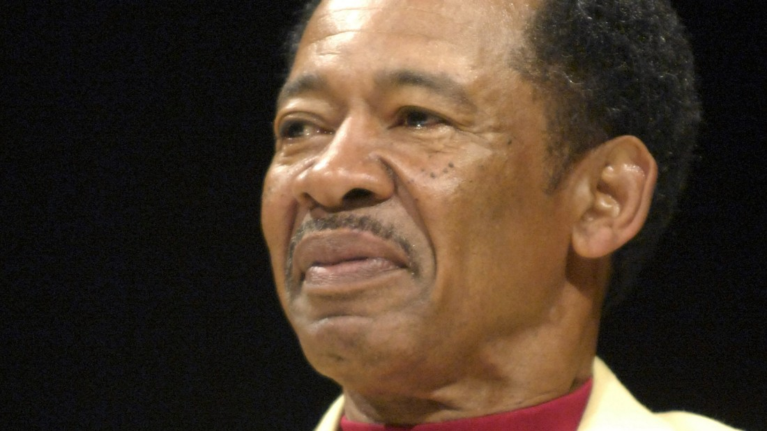 Charlie Sanders participates in a Pro Football Hall of Fame Festival Enshrinees Roundtable on August 5, 2007, in Canton, Ohio.