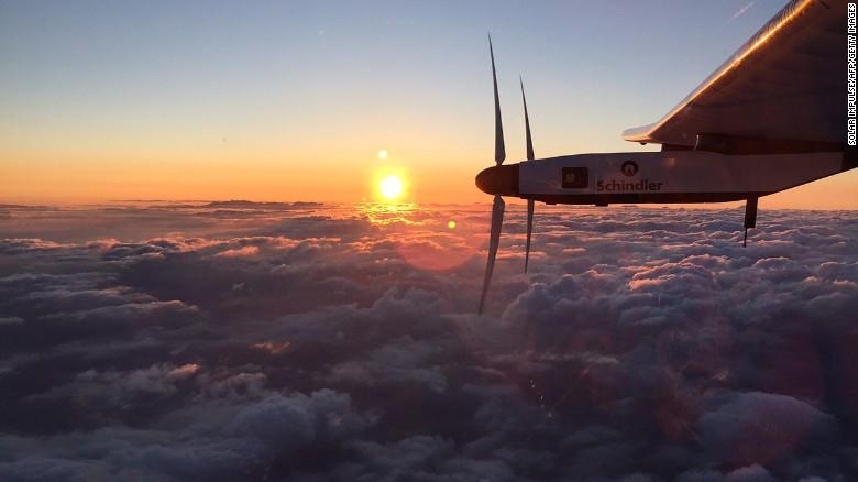 阳光动力2号(solar impulse 2)横跨太平洋后着陆在莫菲特场(moffett