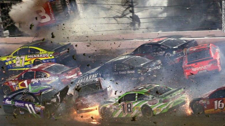 Crash at NASCAR race at Daytona injures fans