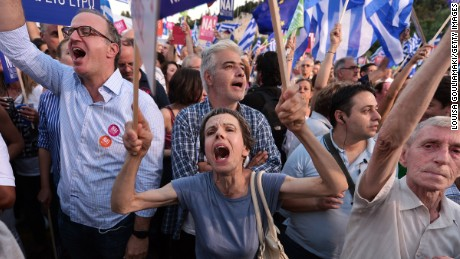 Pro-Europe protesters attend a 'Yes' rally in central Athens on July 3, 2015. Competing rallies occurred in central Athens late Friday evening as Greek Prime Minister Alexis Tsipras urged thousands of supporters to vote 'No' in the Sunday referendum so as to 'live with dignity in Europe'.