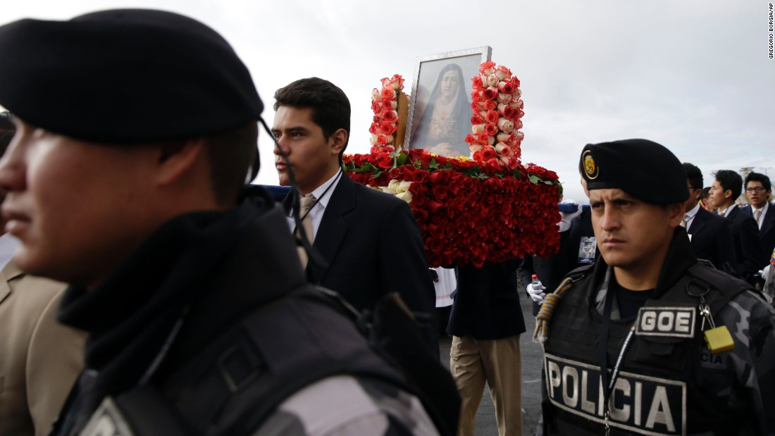 People carry an image of the Virgin Mary of Sorrow prior to the Mass at Bicentennial Park on July 7.