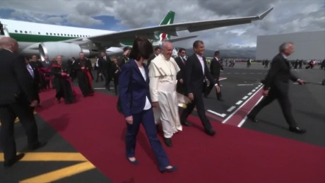 cnnee pkg vega pope francis followers from new york_00001212.jpg