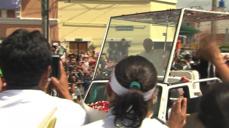 ecuador pope visit wrap flores lok_00000623.jpg