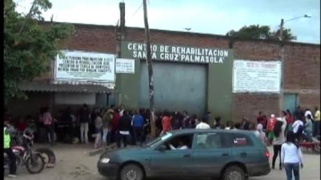 cnnee pkg carrasco pope francis visits jail palmasola_00000830