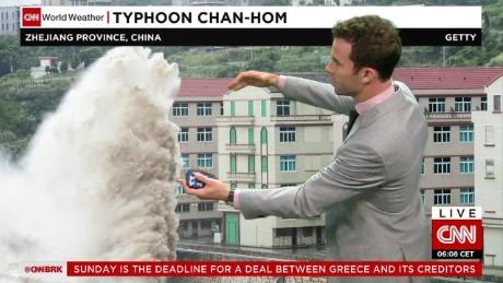 Powerful typhoon hitting near Shanghai