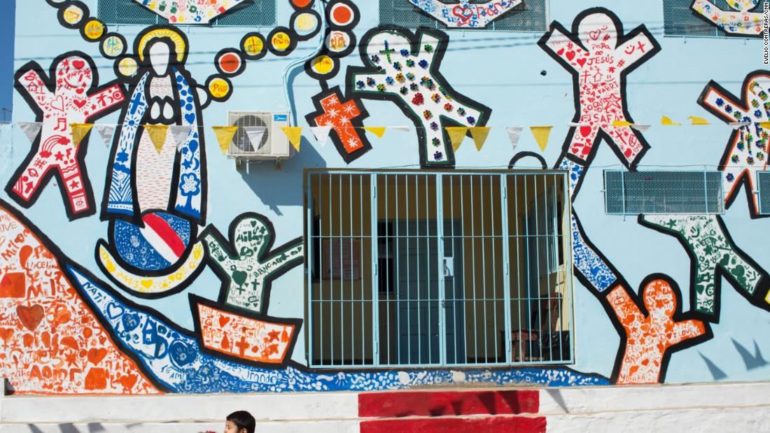 Decorative walls will welcome Pope Francis in Bañado Norte.
