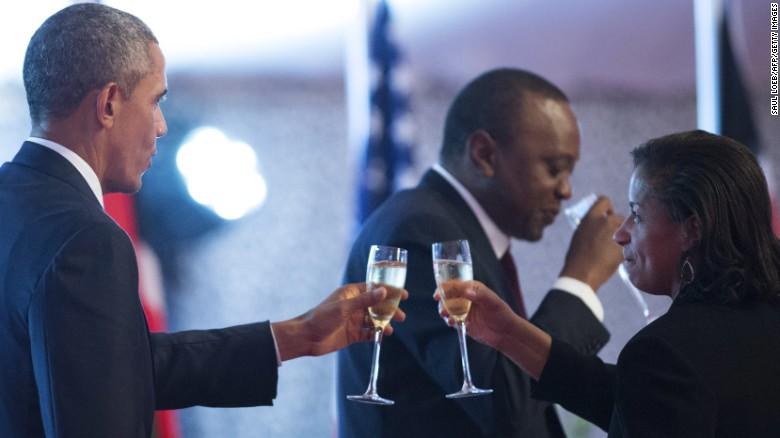 Obama cracks 'birther' joke in Kenya