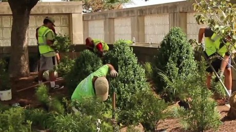 Landscapers Arlington Cemetery Good Stuff NewDay_00001824
