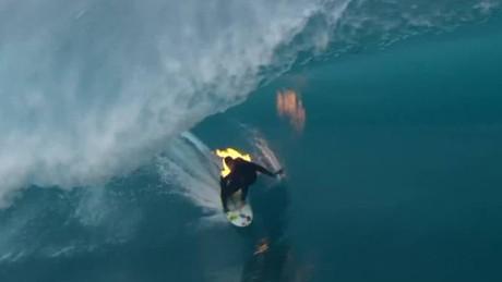 cnnee vo cafe surf on fire _00003518